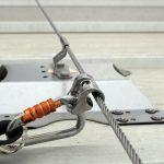 Seguridad en alturas: ¿Cuándo y por qué hacer mantenimiento a una línea de vida?